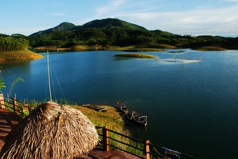 Vu Linh ecolodge, Thac Ba reservoir 2 days