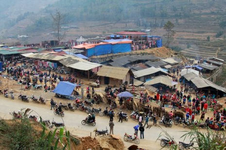 Can Cau market in Si Ma Cai
